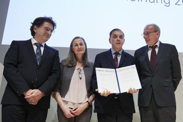 """Stiftung """"Münchner Bürgerpreis für Demokratie – gegen Vergessen"""" würdigt Romani Rose mit Ehrenpreis"""