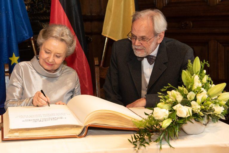 Langjähriger deutscher Generalkonsul Dr. Laurids Hölscher und seine  Ehefrau Lee Elisabeth Hölscher-Langner für ihr Engagement geehrt