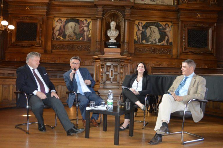 Gesprächsrunde: Minderheitenrechte – Wohin steuert Europa?