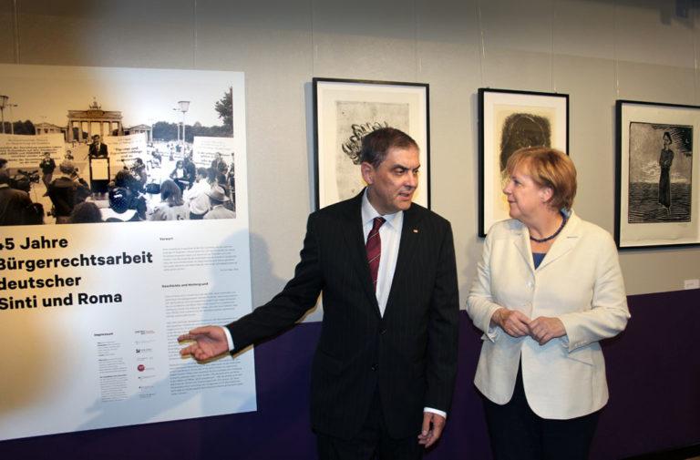 Die Bundeskanzlerin und weitere prominente Gäste gratulieren Romani Rose und würdigen seine Lebensleistung