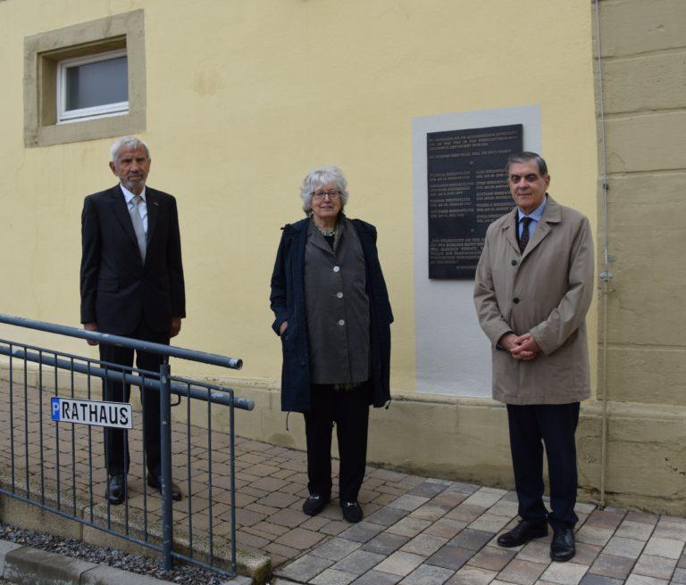 Gedenktafel-Enthüllung für die im Nationalsozialismus ermordete Familie Birkenfelder in Hoffenheim
